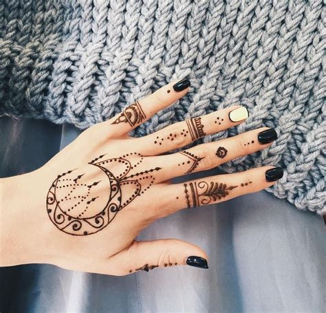 finger tattoo mehndi i d really like a henna tattoo pinteres