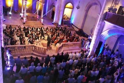 St Setelan Anak Konser ketika alunan musik konser terdengar di langit aleppo republika