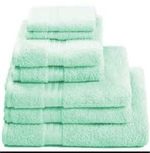 mint green bath towels 17 best ideas about mint green bathrooms on