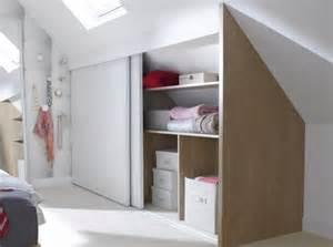choisir une porte coulissante de placard sous pente