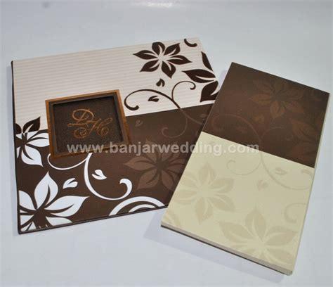 Murah Undangan Hardcover Mk Coklat Gold undangan hardcover elegan mt69 banjar wedding banjar