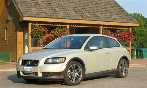 volvo c30 t5 r car review 2009 volvo c30 t5 r design driving