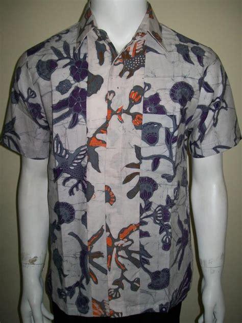 Koleksi Kemeja Terbaru Kemeja Pendek Navy Best Seller koleksi baju batik pria lengen pendek warna putih siap menyempurnakan penilan anak muda