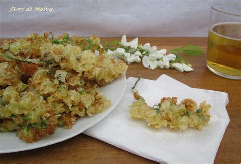 fiori di acacia in pastella fiori di acacia in pastella fiori di malva