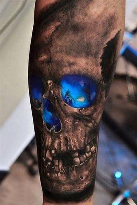 czaszka z niebieskimi oczodołami tatuaże czaszki