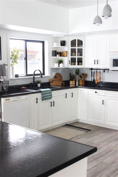 trendy contrasting countertops   kitchen digsdigs