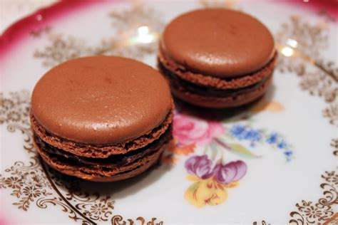 how to make chocolate macarons paint the gown red dark brown hairs