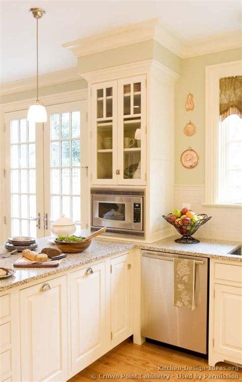 peninsula kitchen cabinets best 25 kitchen peninsula ideas on pinterest