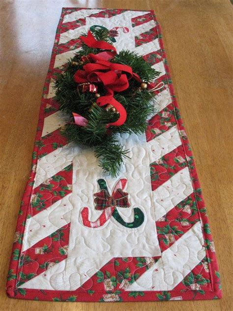 best christmas list items for runners 1046 best runners images on centerpieces patchwork natal and quilt table