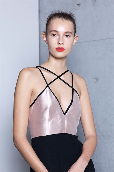 red lips at bianca spender the best beauty looks at the 5 new make up looks to master buro 24 7 australia