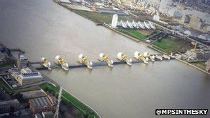 thames barrier in action uk tidal surge as it happened bbc news