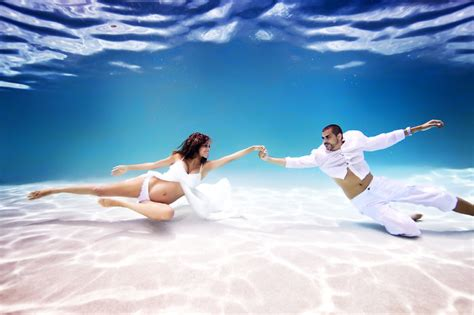 imagenes mujeres nadando this photographer is changing maternity photography with