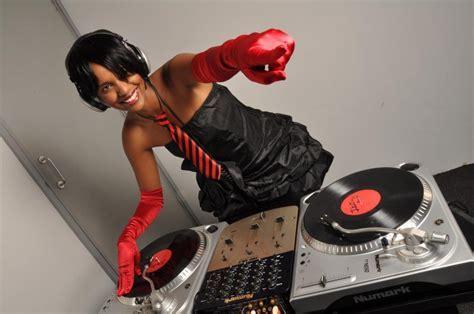 Sexy DJ Pierra Makena On The Shoot Of A Nigerian Movie