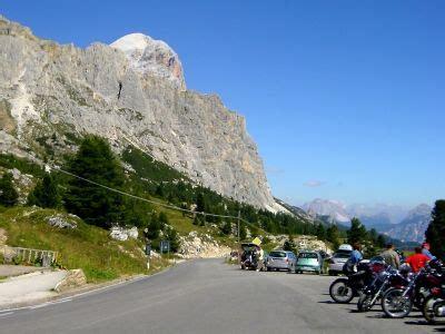 Motorrad Fahren Dolomiten by Motorradurlaub In Den Dolomiten