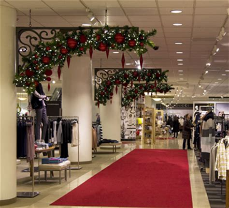 professional christmas decorating services for business