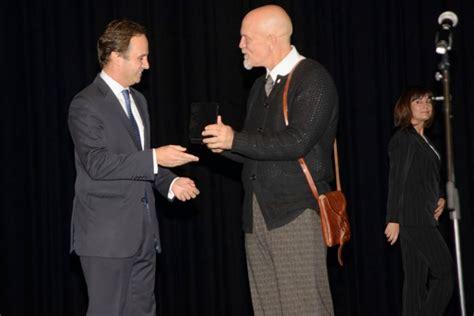 john malkovich portugal john malkovich honrado medalha da c 226 mara de lisboa
