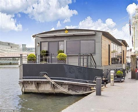 thames river boat cadogan pier cadogan pier houseboat in london could be yours for 163 2