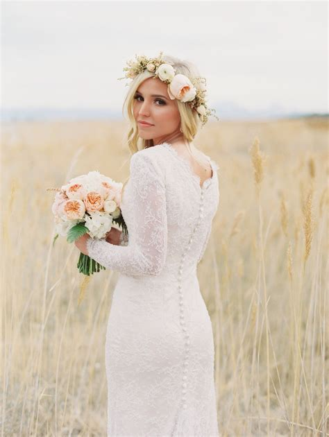 Crown Dress 31 flower crown hairstyles for your wedding sleeved