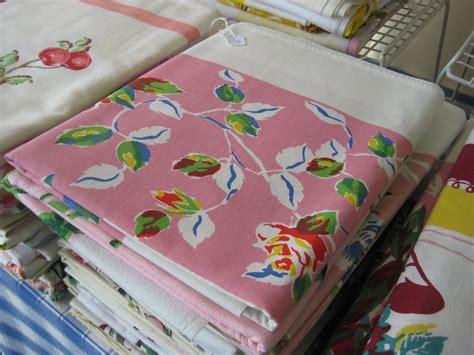 C Dianne Zweig Kitsch N Stuff How Do I Clean Vintage Vintage Table Cloth