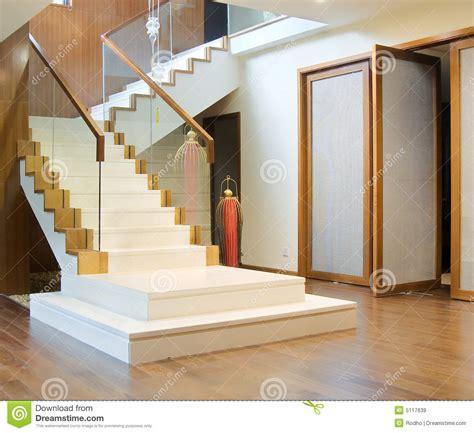 Garde Robe Entrée Maison by Avec L Escalier Et L Entr 233 E Principale Images Libres