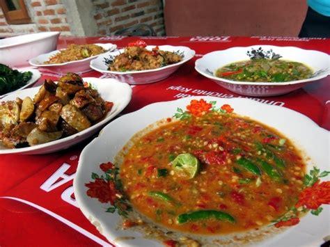 Sambal Jengkol Pangestu Khas Cirebon pedas gurih tumis jengkol dicocol dengan sambal gledek