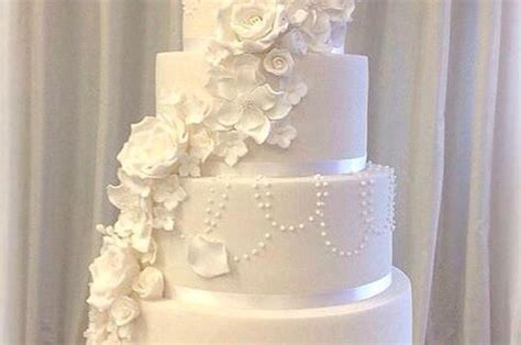 wedding cake quiz buzzfeed this s wedding cake is a cake in disguise
