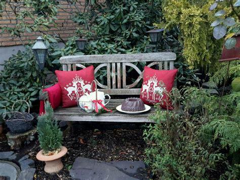 Weihnachtsdeko Gartenbank by Gartenbank Weihnachtlich Dekoriert Betonkuchen