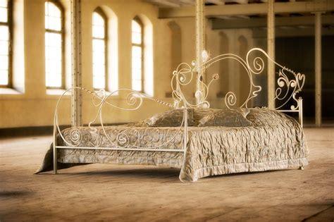 metall bett metallbetten betten aus glas nachttische beistelltische