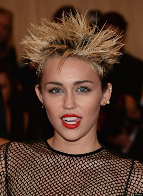miley cyrus can t seem to keep her tongue in her mouth