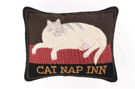 canapé inn cat nap inn hook pillow