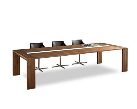 tavoli per riunioni tavolo in legno per sala riunione con canaletta passacavi