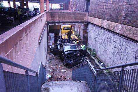 le porte franche brescia brescia auto precipita nel parcheggio centro