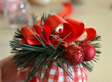 fiori di tessuto fai da te come fare delle palline di stoffa per l albero di natale