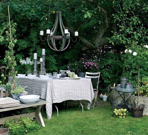 giardino shabby chic giardino shabby chic 24 spunti imperdibili per un esterno