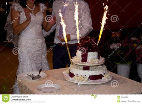 Hochzeitstorte 50 Personen by Hochzeitstorte Mit Wunderkerzen Stockfoto Bild 39162705