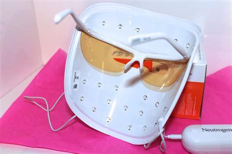 neutrogena light therapy acne mask neutrogena visibly clear light therapy acne mask first