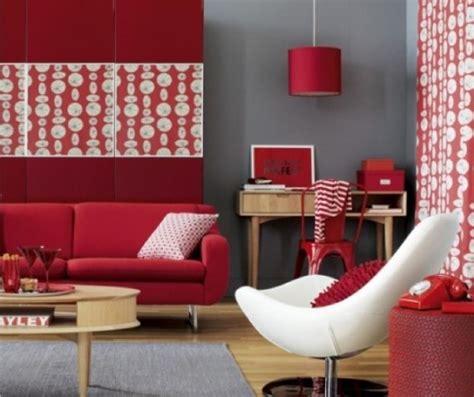 decorating with red couch regole per abbinare i colori delle pareti ai mobili