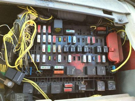 2004 Freightliner Century Class 120 Fuse Box For A