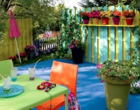 Ordinaire Decorer Son Balcon Pas Cher #1: decoration-balcon-cloison-bois-peinture-vert-mobilier-de-jardin-vert-bleu-441x346.png