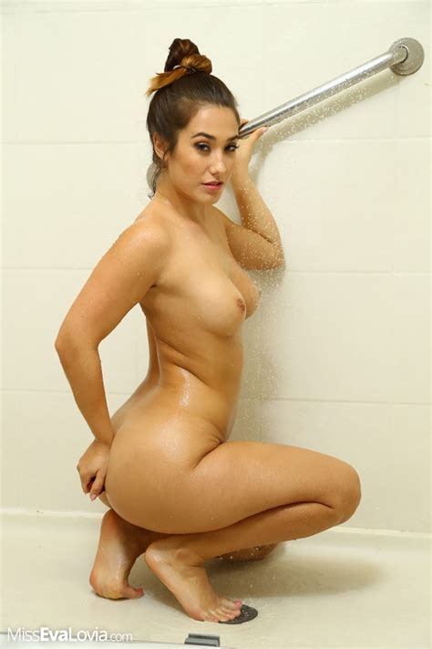 Miss Eva Lovia Pics Butt Plug In The Shower Girlsfordays Com