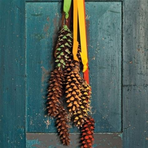 Pine Cone Door Decoration by 55 Awesome Outdoor And Indoor Pinecone Decorations For