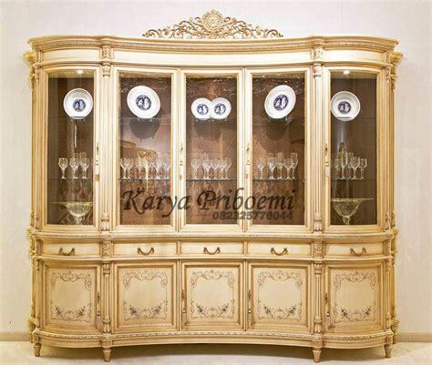 aplikasi kayu jati pada furniture rumah d sign lemari pajangan lengkung klasik