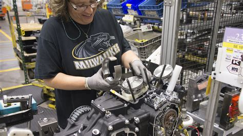 Harley Davidson Factory Tour Milwaukee by Visit Milwaukee Factory And Business Tours