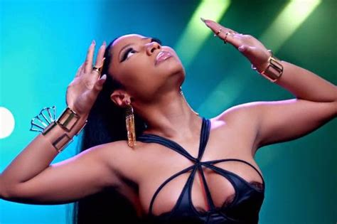 nicki minaj shows off another look at her huge ring on bayanoonline nicki minaj shows off huge cleavage in new