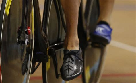 track bike shoes bradley wiggins wins track title in new custom shoes