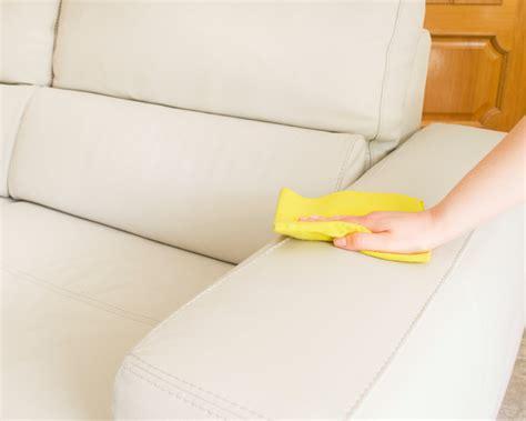 helles sofa reinigen wei 223 es kunstleder sofa reinigen 187 so wird es richtig sauber