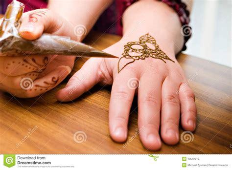 henna design application henna application stock photo image 10542010