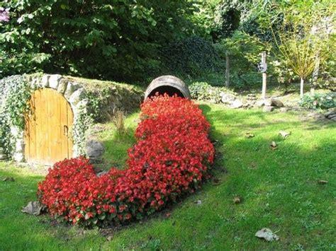 decorare odmiana ghiveci rasturnat cu flori curgatoare o idee