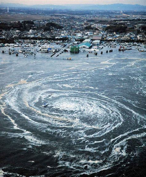 Giant Whirlpool   The Tsunami Hit Japan on March 11, 2011