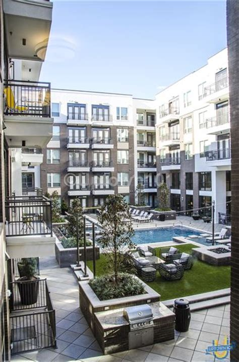 Uptown Dallas Apartment With Yard L2 Uptown Dallas Apartment An Exclusive Photo Gallery